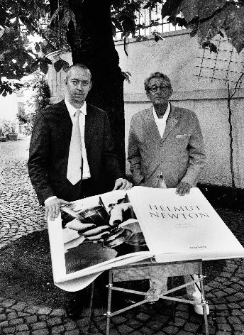 Helmut Newton, Benedikt Taschen and SUMO on its table designed by Philippe Starck, Cologne, July 7, 1999. , Copyright : Alice Springs